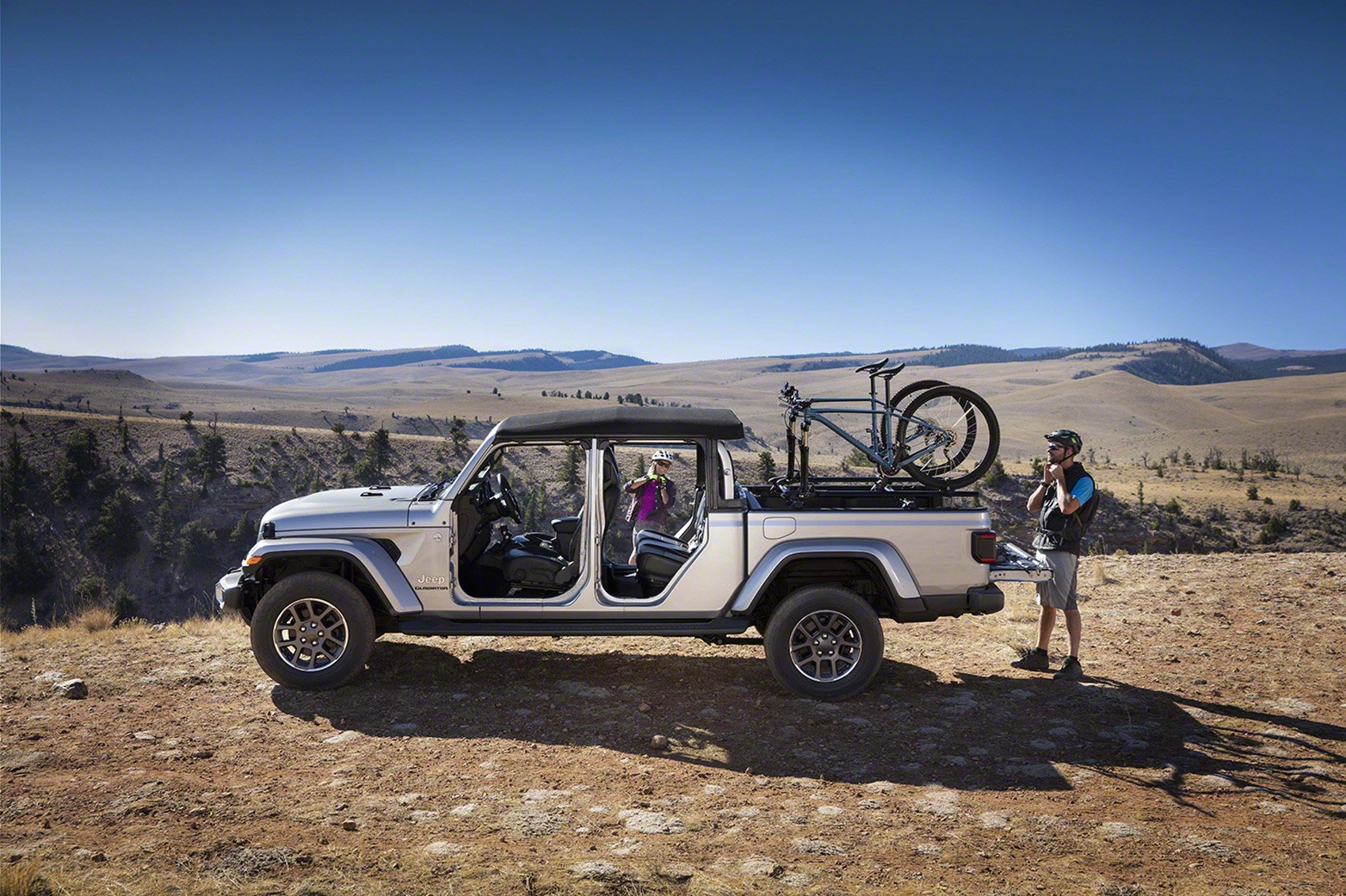 Gladiator, ready! New 2020 Jeep Gladiator pickup arrives ...