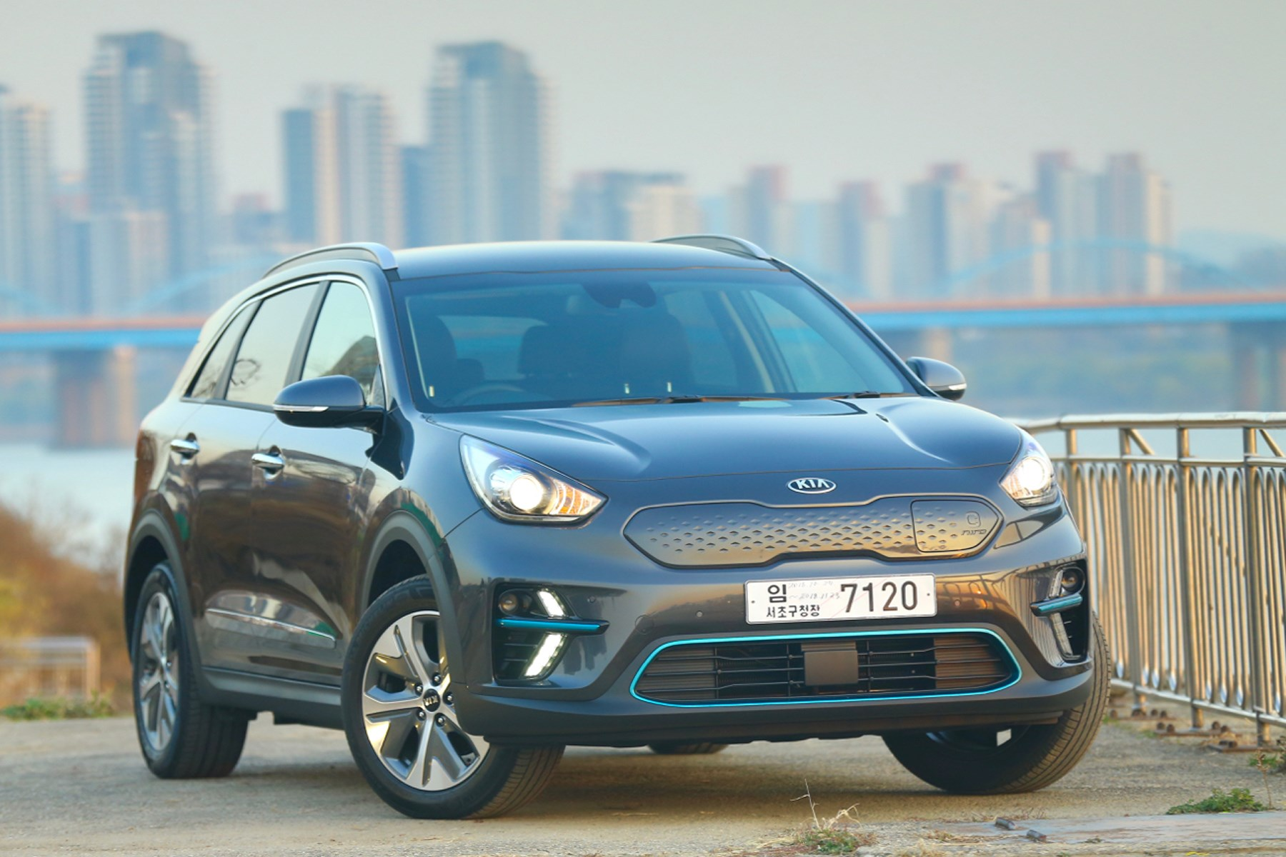 Kia E-Niro electric car EV rear
