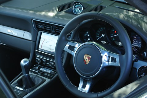 Porsche 911 with manual transmission: a rare joy
