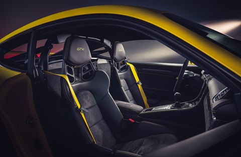 Serious lightweight bucket seats for GT4