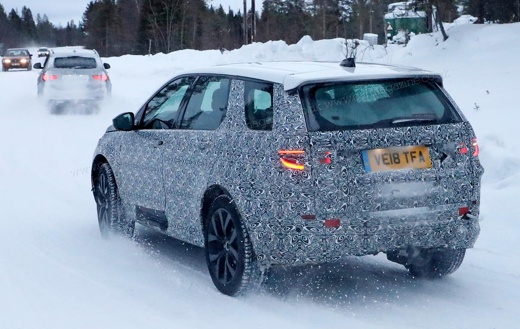 2020 Land Rover LR4 Rumors, Redesign, Release Date, Drivetrain >> New 2019 Land Rover Discovery Sport Car Magazine