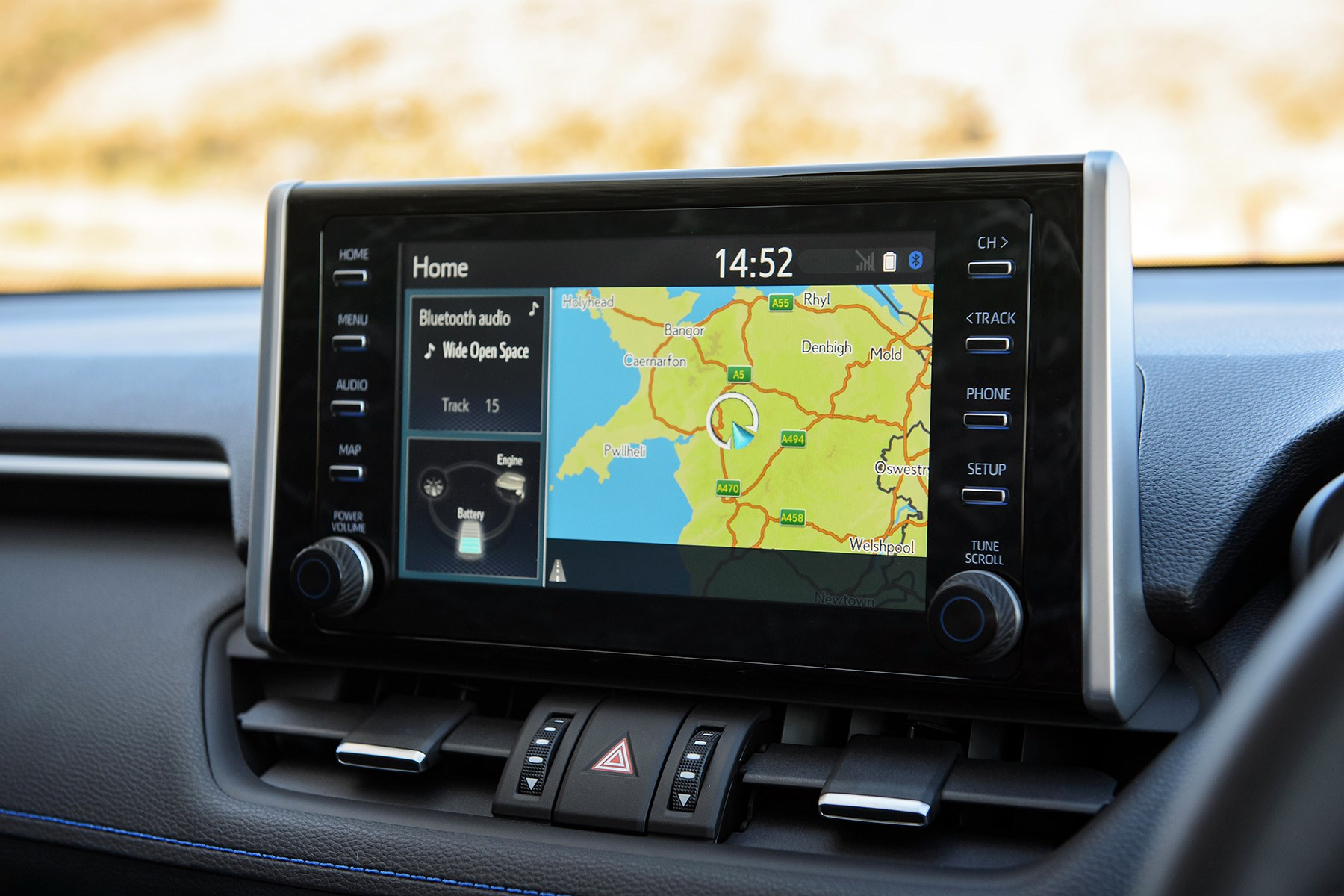 Toyota RAV4 Hybrid 2019 media touchscreen