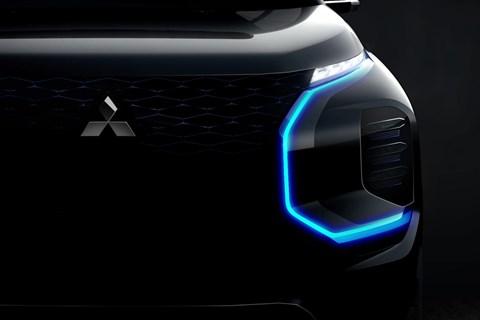 Mitsubishi Engelberg Tourer Concept: distinctive front lighting graphics