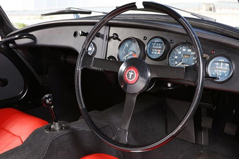 Sports 800 interior