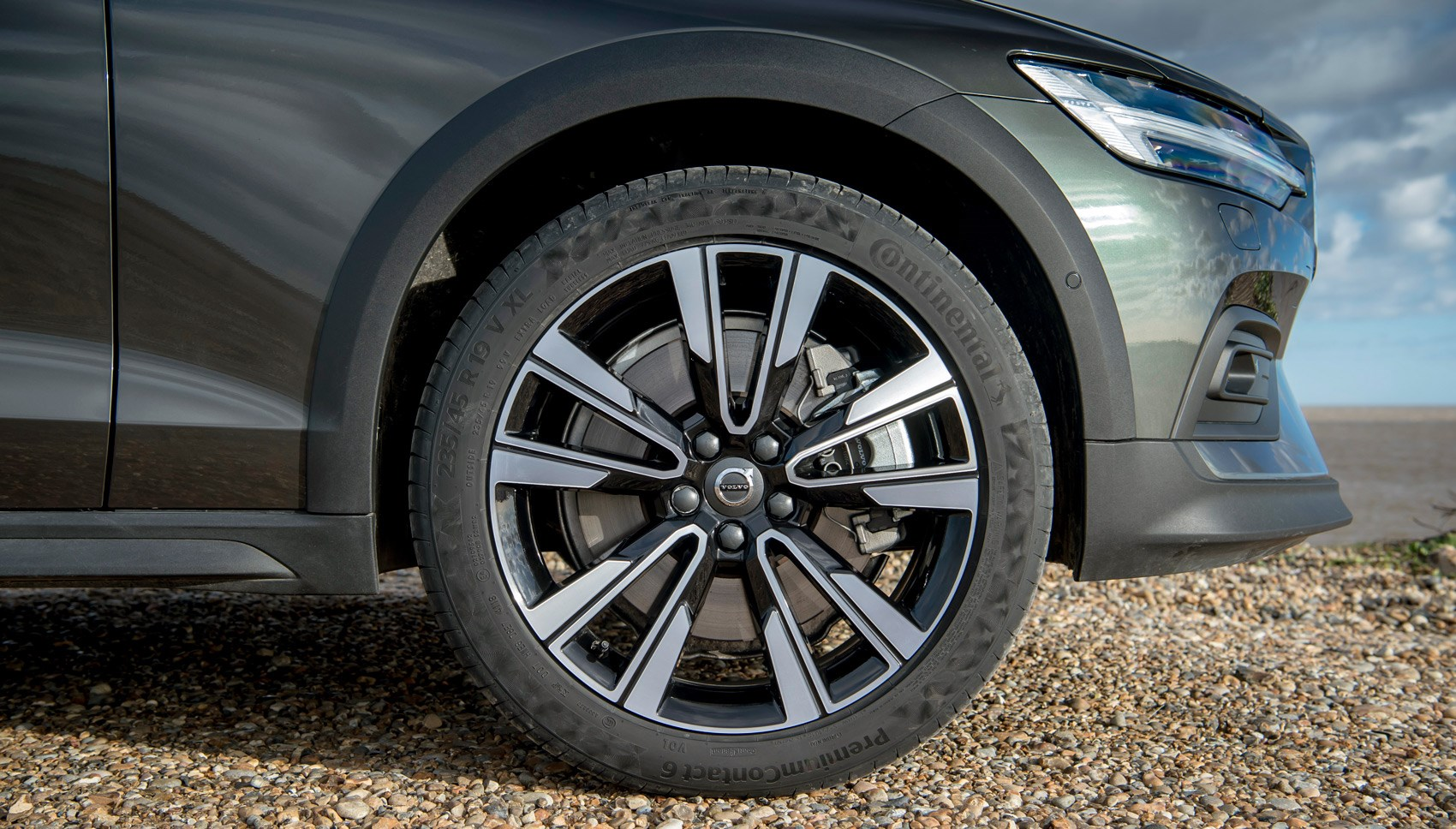 Volvo V60 Cross Country wheel