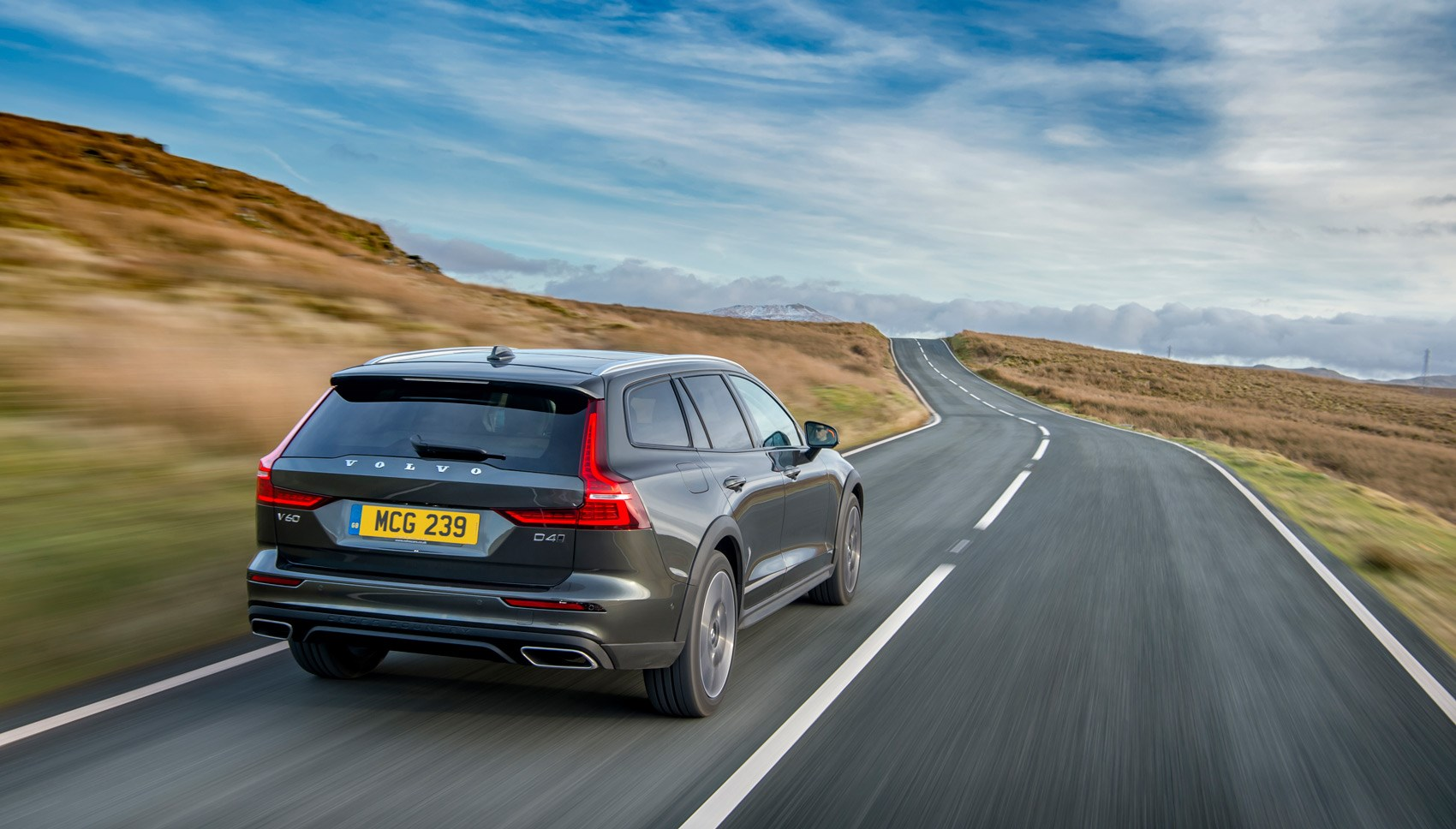 Volvo V60 Cross Country rear tracking