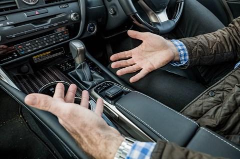 Lexus RX L centre console
