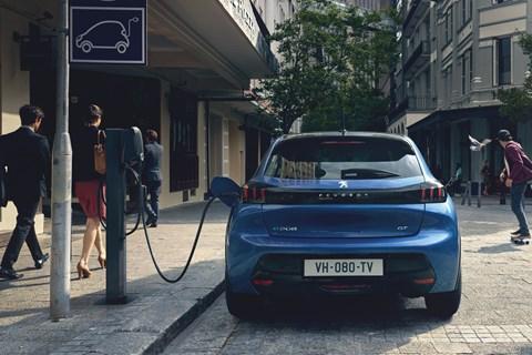 Peugeot 208 electric plug