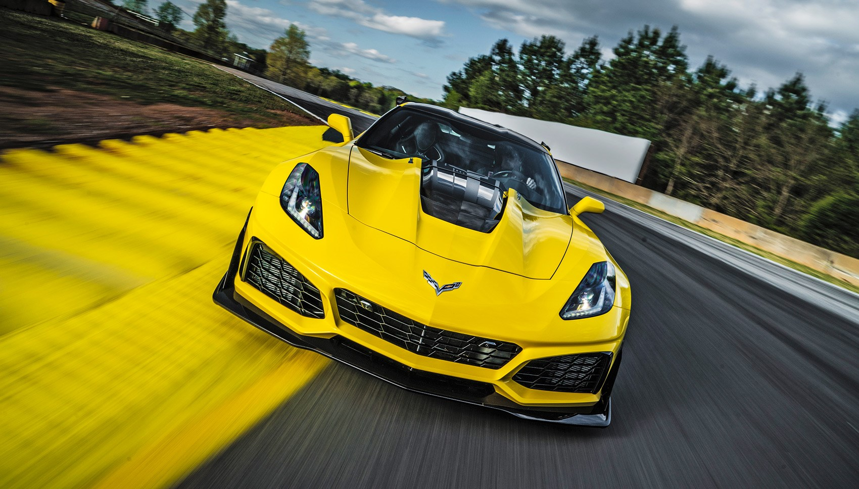Corvette ZR1 front tracking
