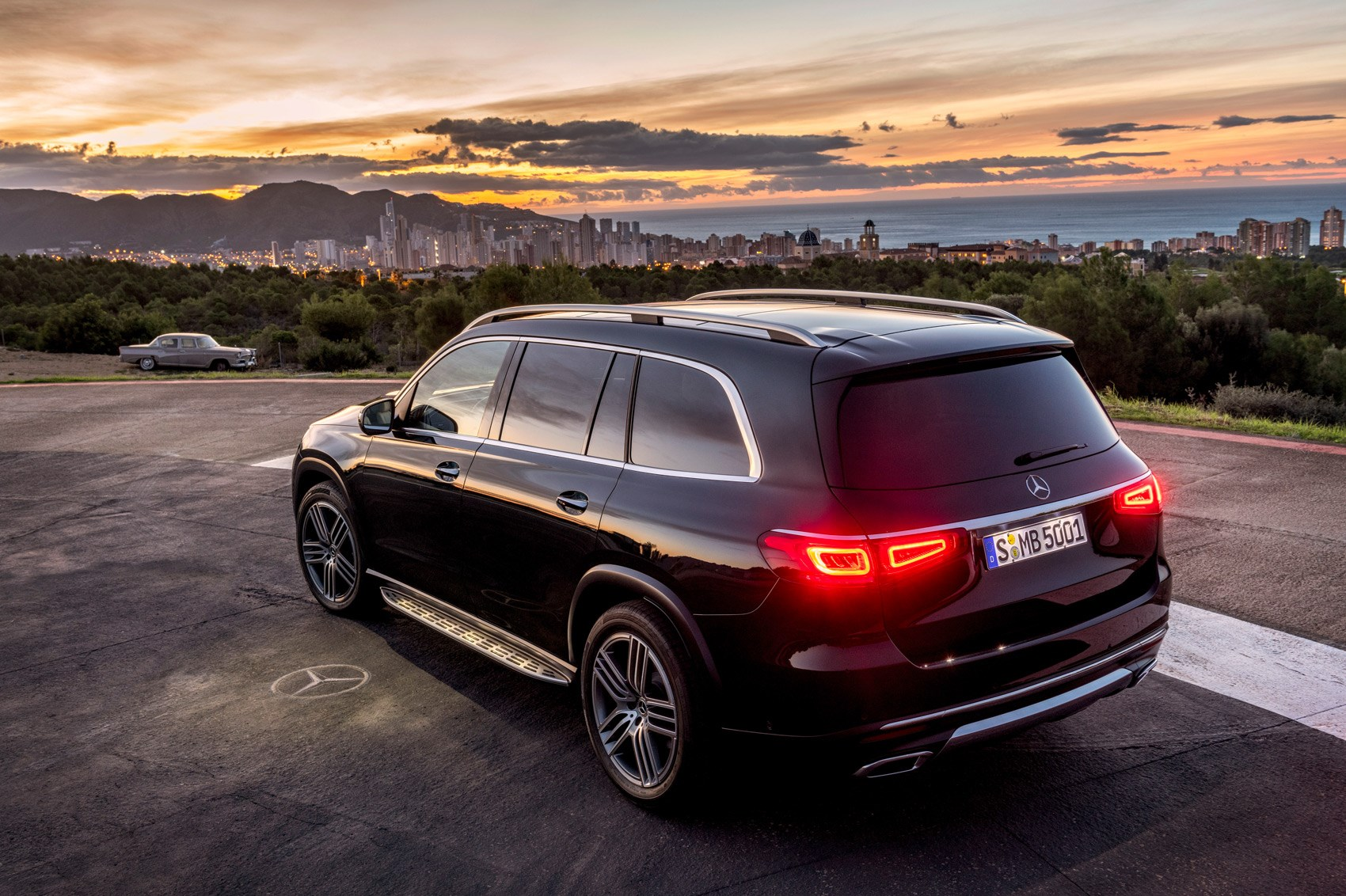 All-new Mercedes GLS SUV rolls into New York | CAR Magazine