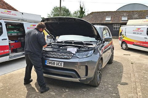 Land Rover Discovery replacement windscreen