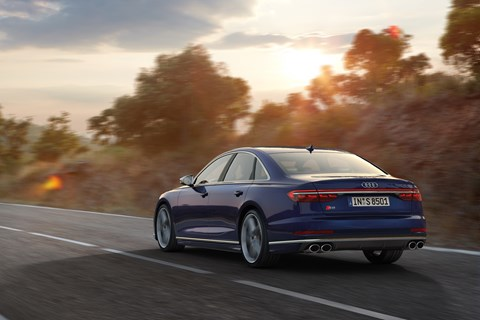 Audi S8 rear tracking