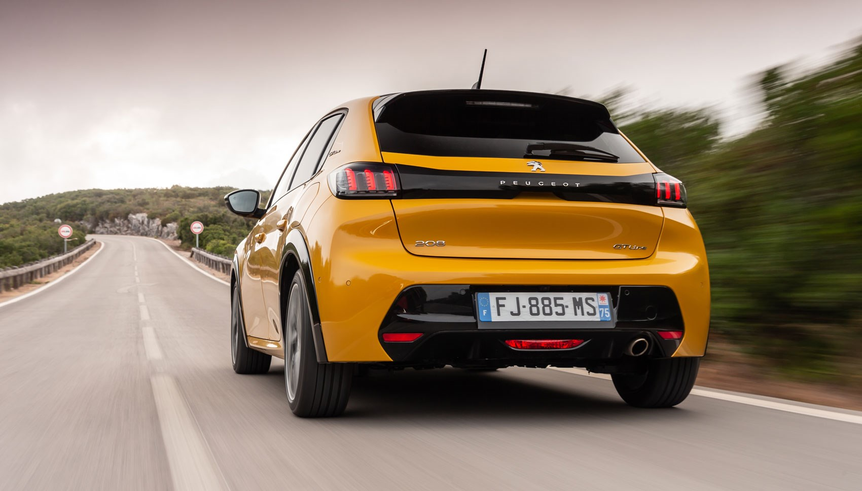 Peugeot 208 rear tracking