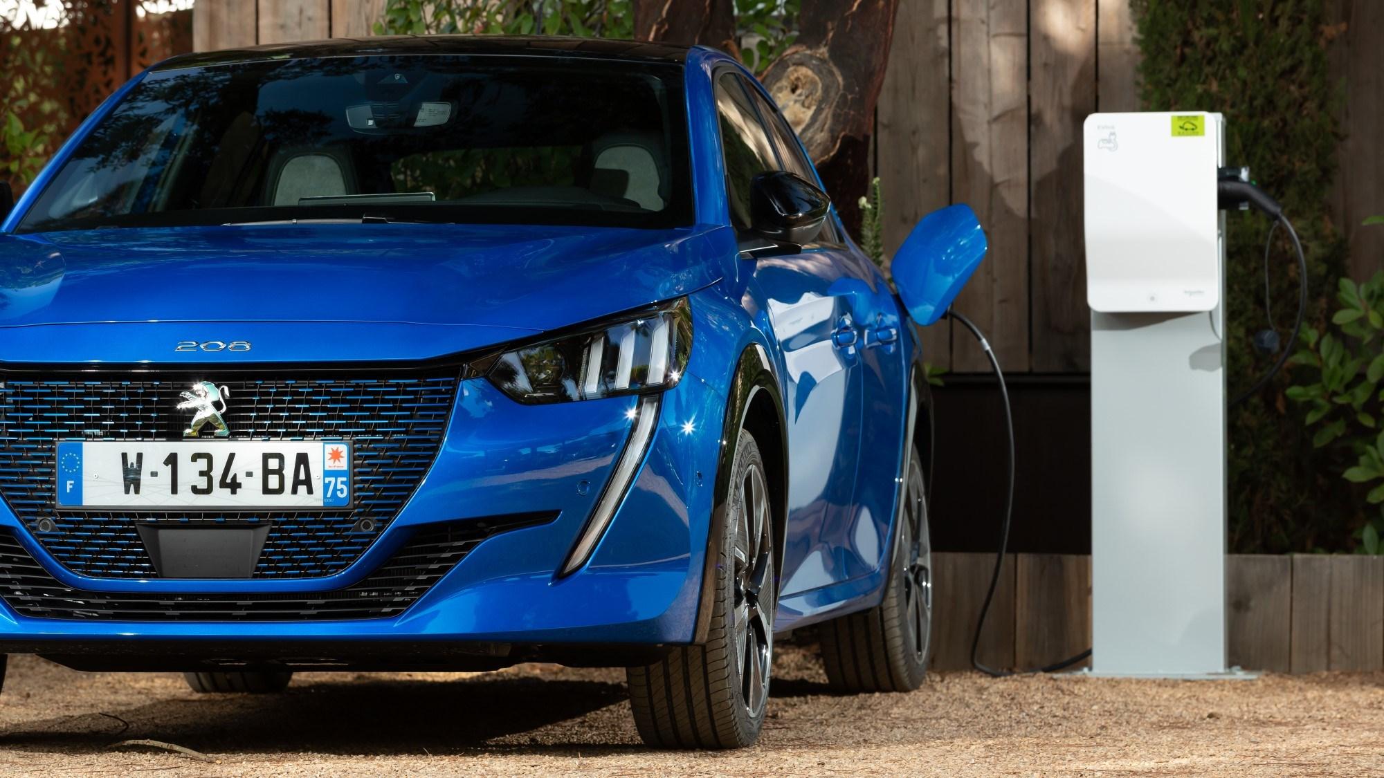 Peugeot e-208 - charging