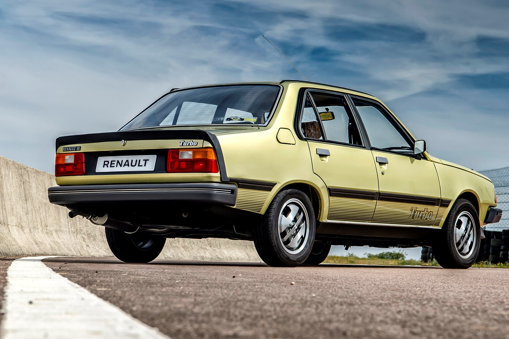 Driving The Classics Renault 18 Turbo Review Car Magazine