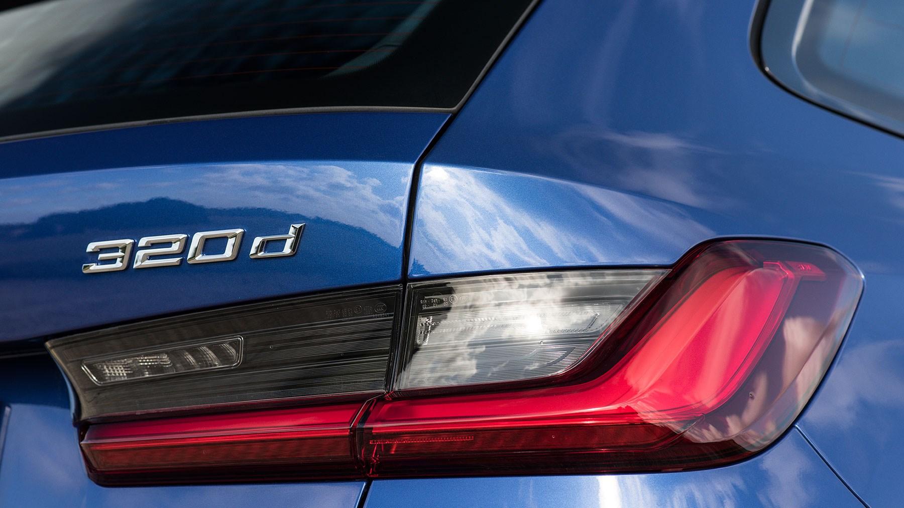 BMW 320d Touring badge