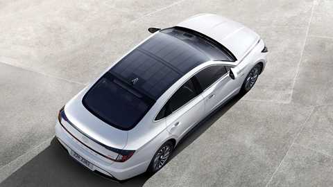 Hyundai Sonata Hybrid with solar-powered roof