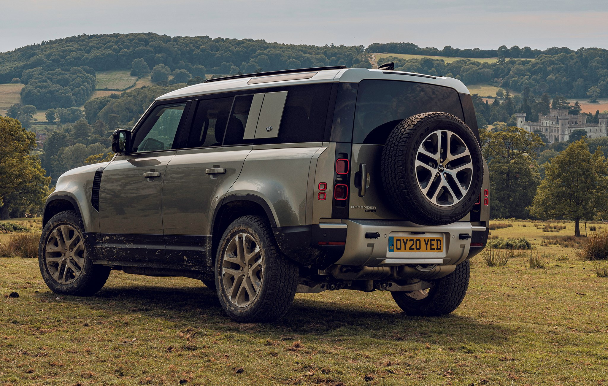 Land Rover Defender (2020) rear view