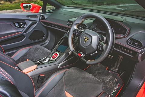 Huracan EVO Spyder interior