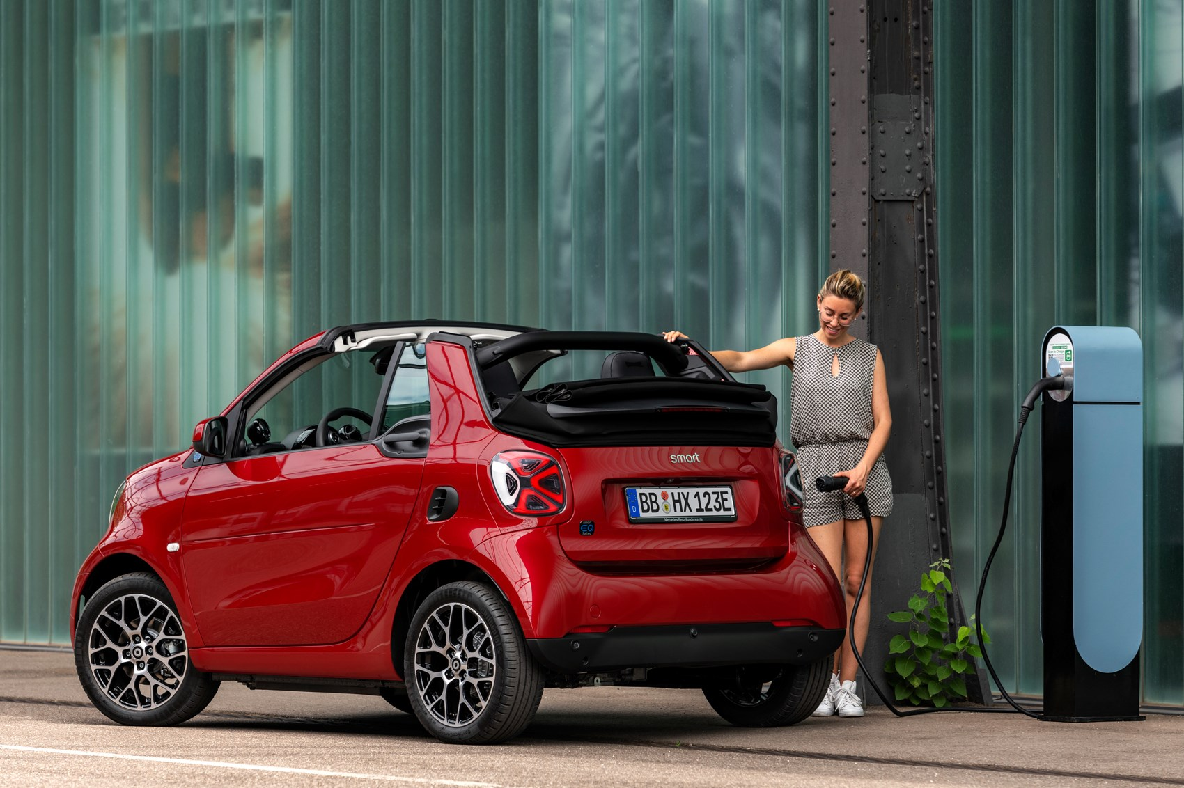 smart eq refreshed fortwo and forfour unveiled car magazine. Black Bedroom Furniture Sets. Home Design Ideas