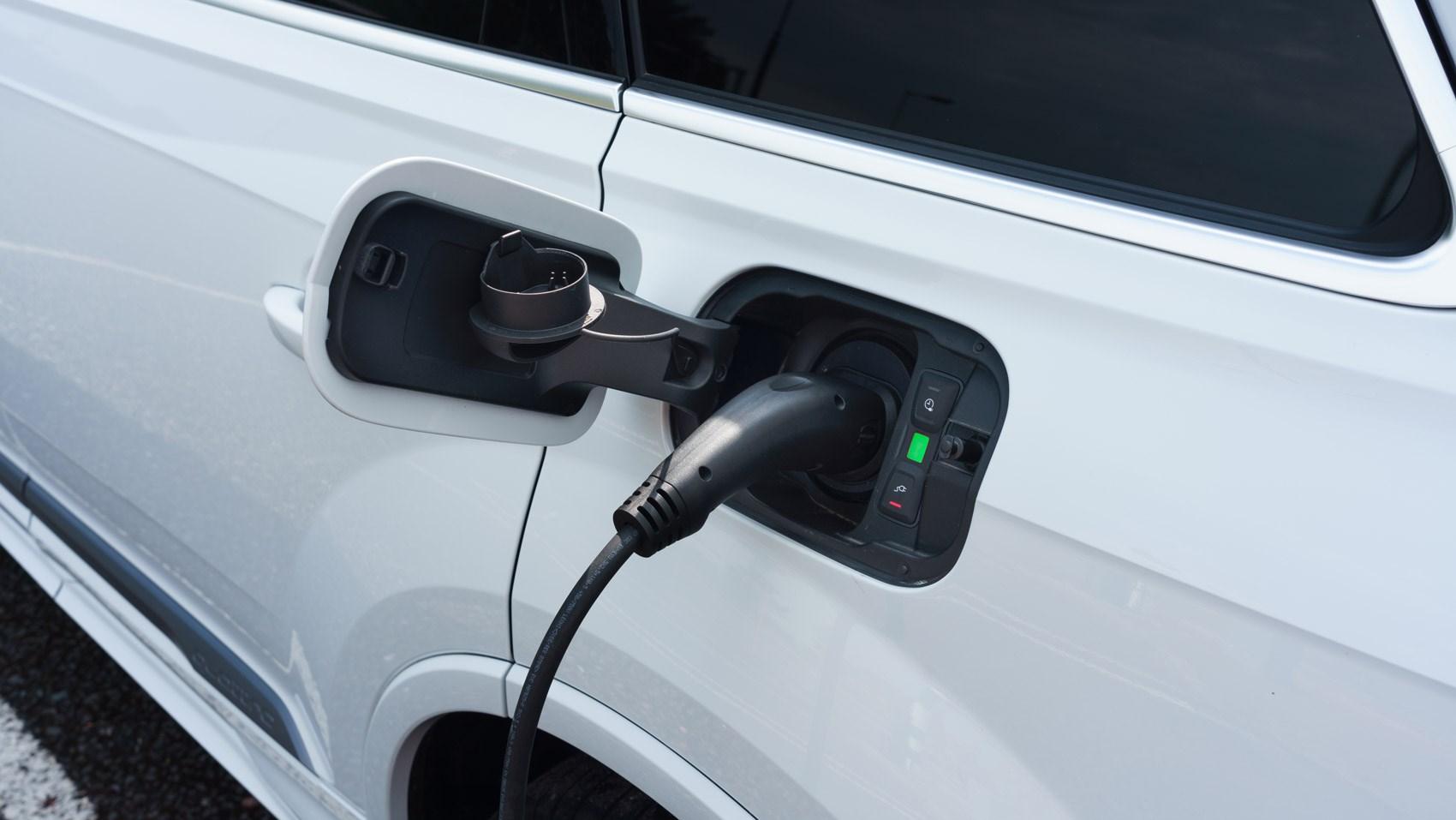 q7 hybrid plug