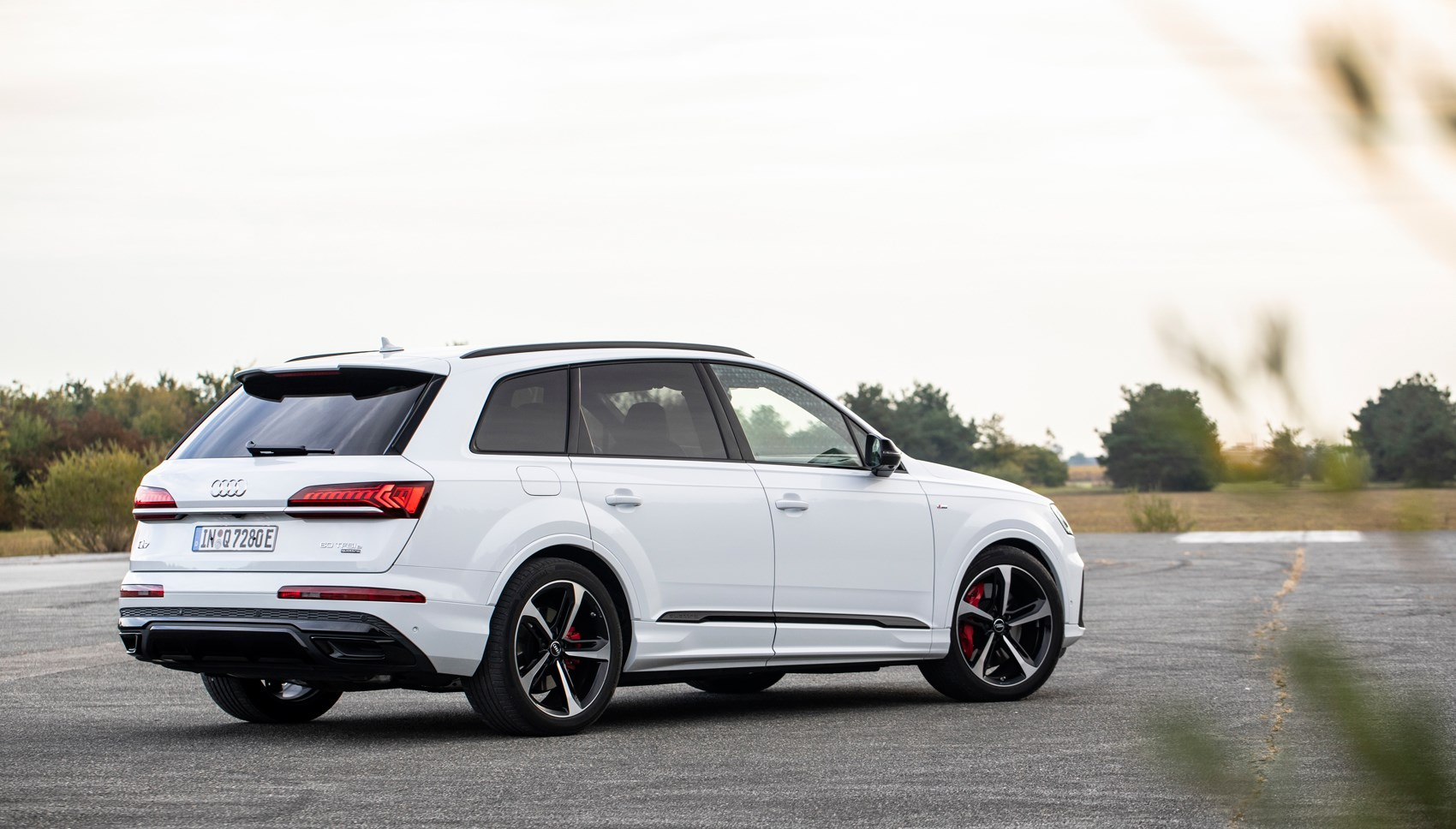 Audi Q7 hybrid rear quarter