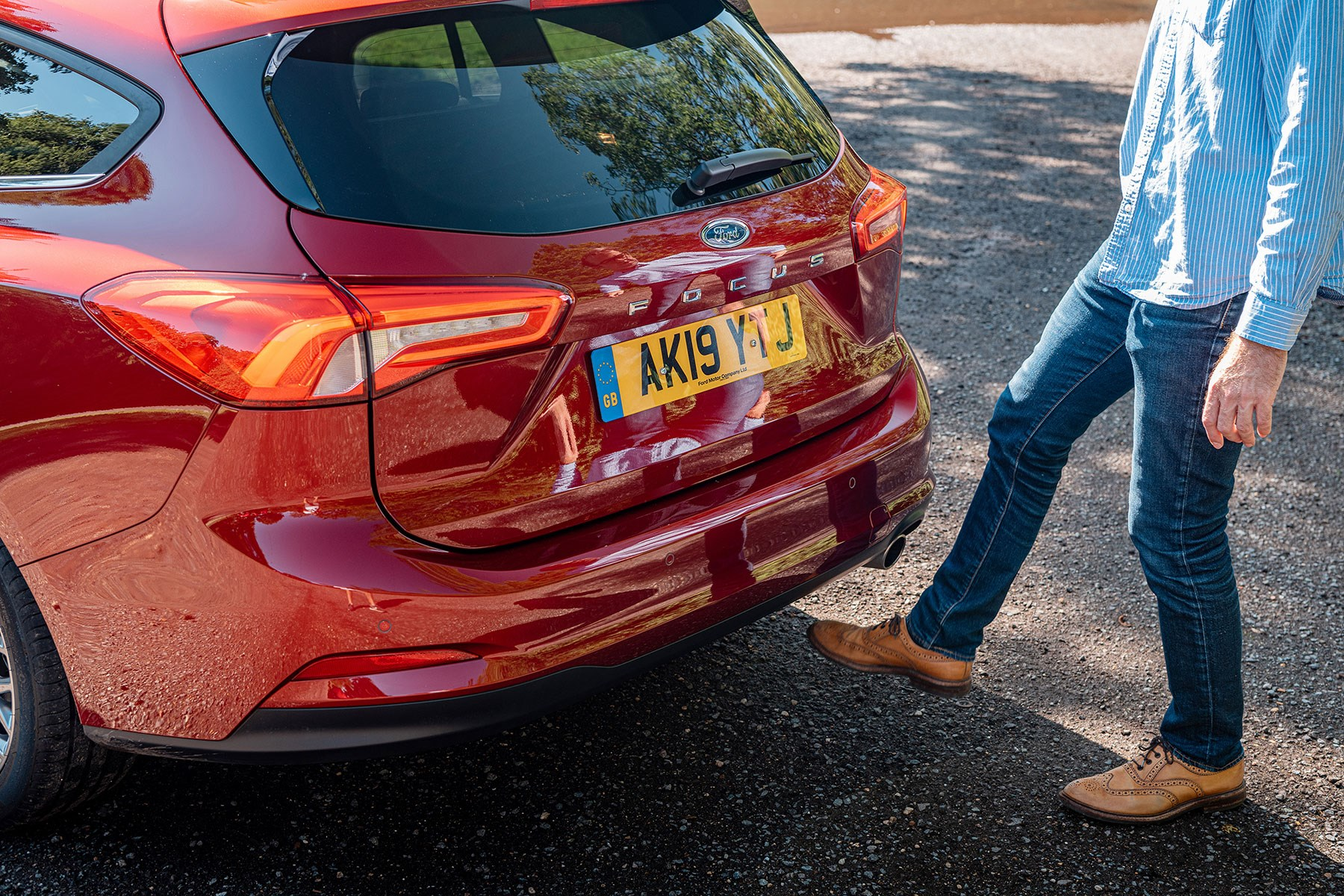 Ford Focus Estate: foot-waggling practicality tests