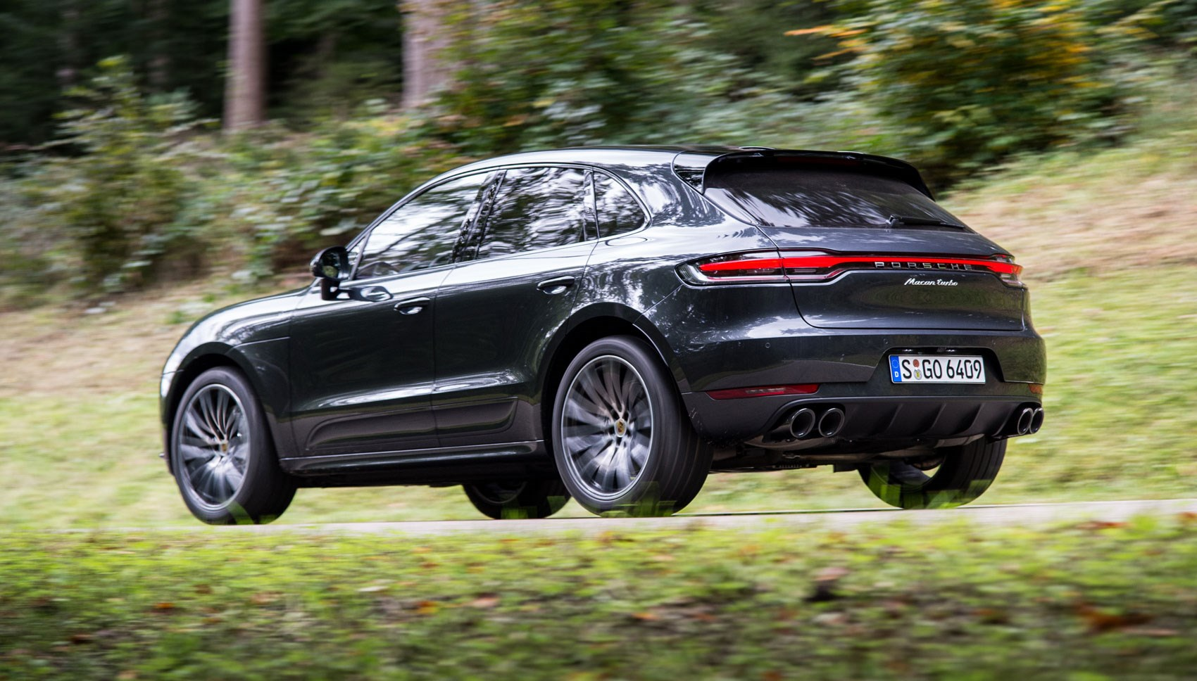 Macan Turbo rear tracking