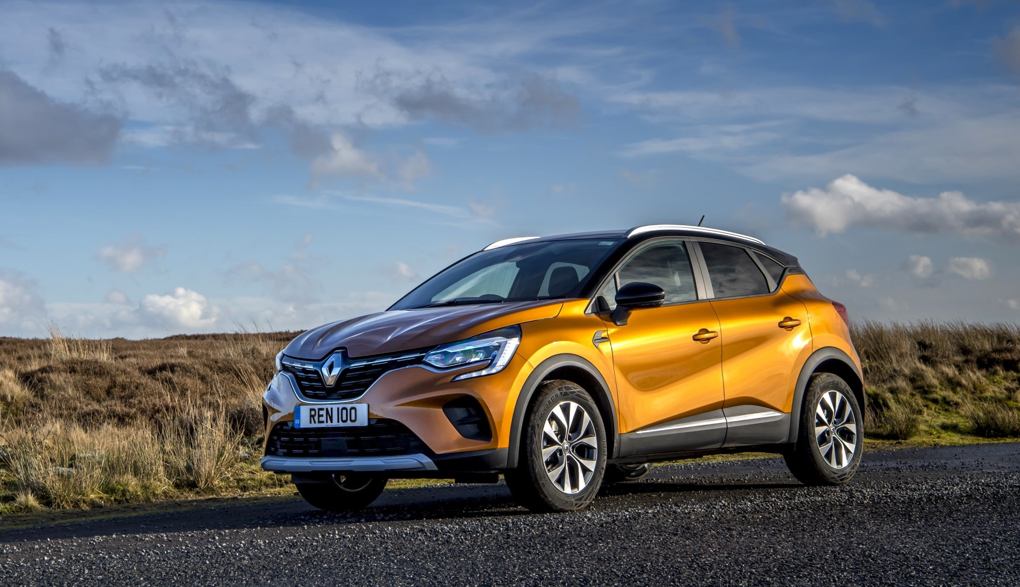 2020 Renault Captur front three quarter static