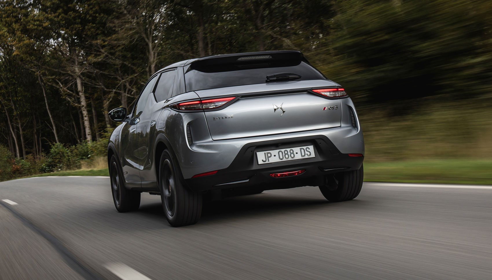 DS 3 E-Tense rear tracking