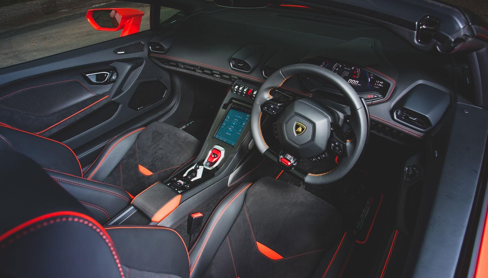Huracan Spyder interior