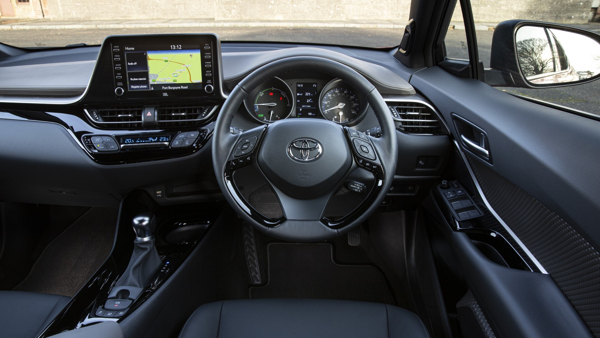 Toyota C-HR - interior
