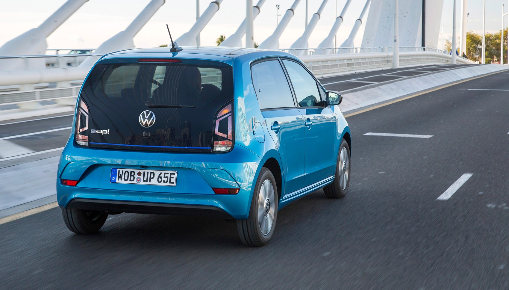 VW e-Up rear tracking