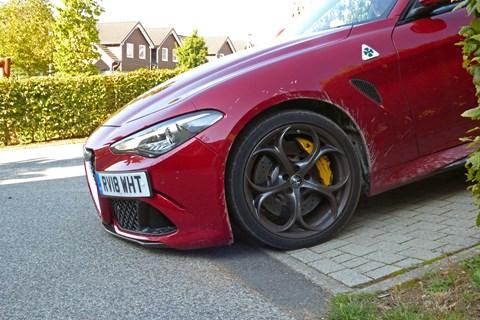 Alfa Romeo Giulia Quadrifoglio narrowly avoids scraping its front bumper!