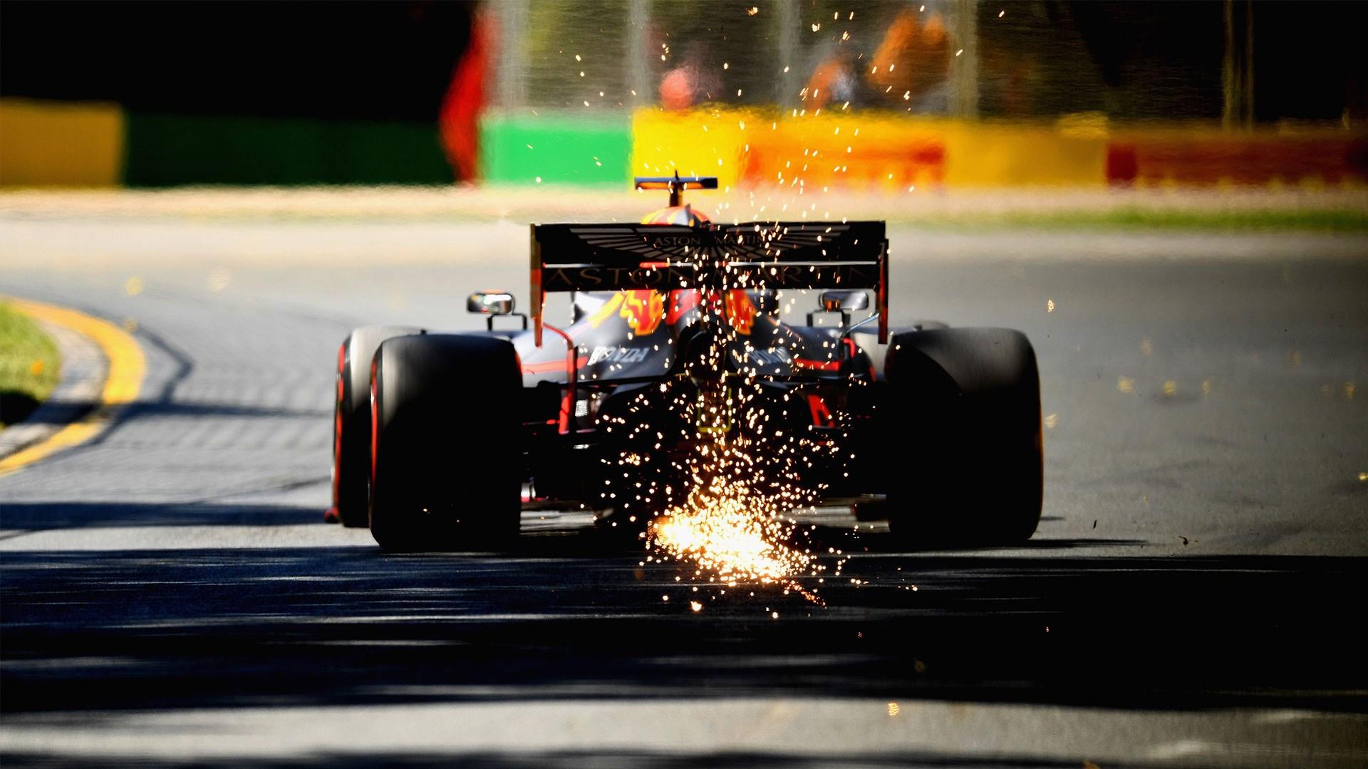 How does a top F1 car feel? Alex Albon explains..