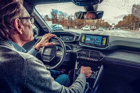 Clio vs 208 interior