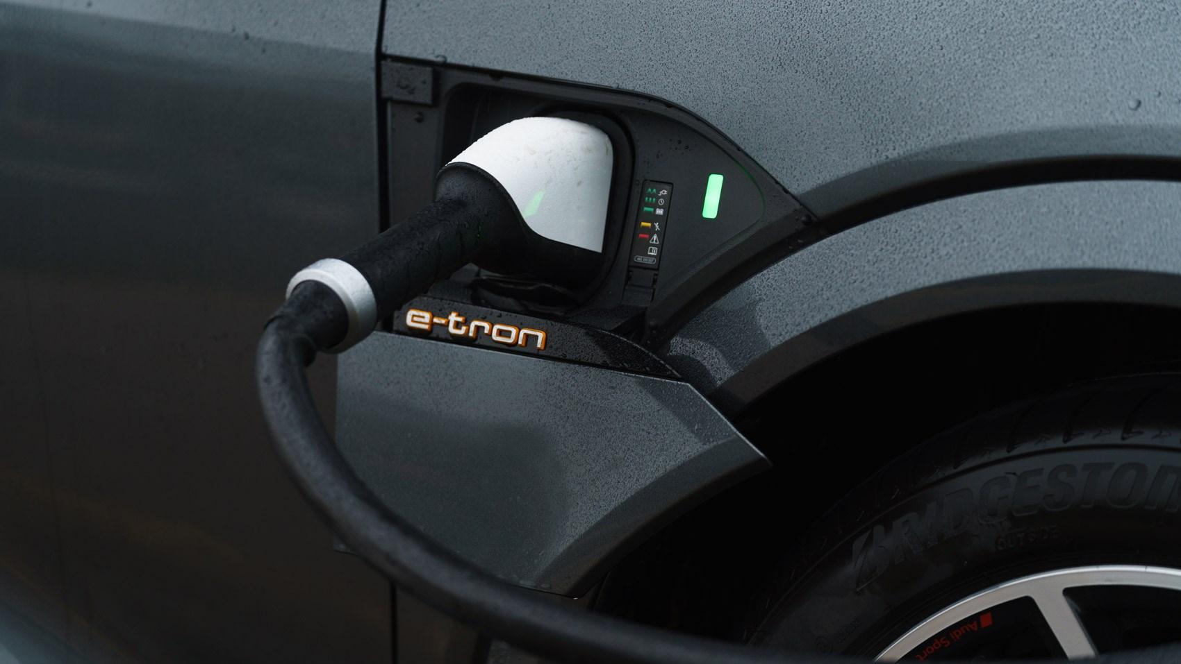 e-tron s plug