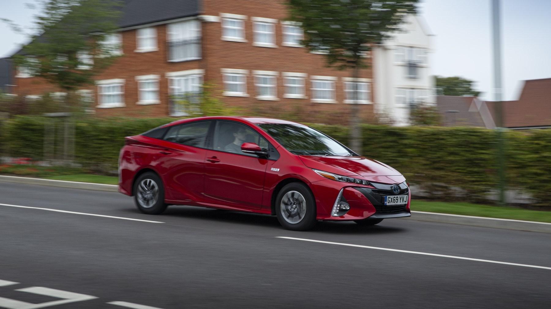 2020 Toyota Prius Plug-in, front cornering