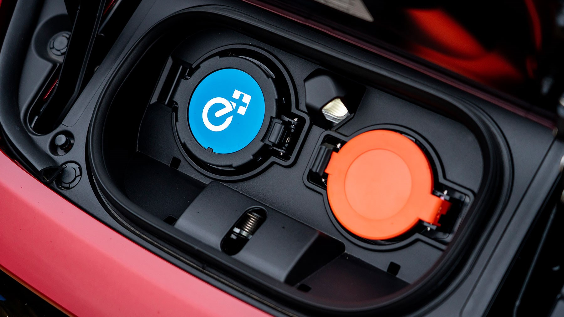 Nissan Leaf charging ports: how to plug in