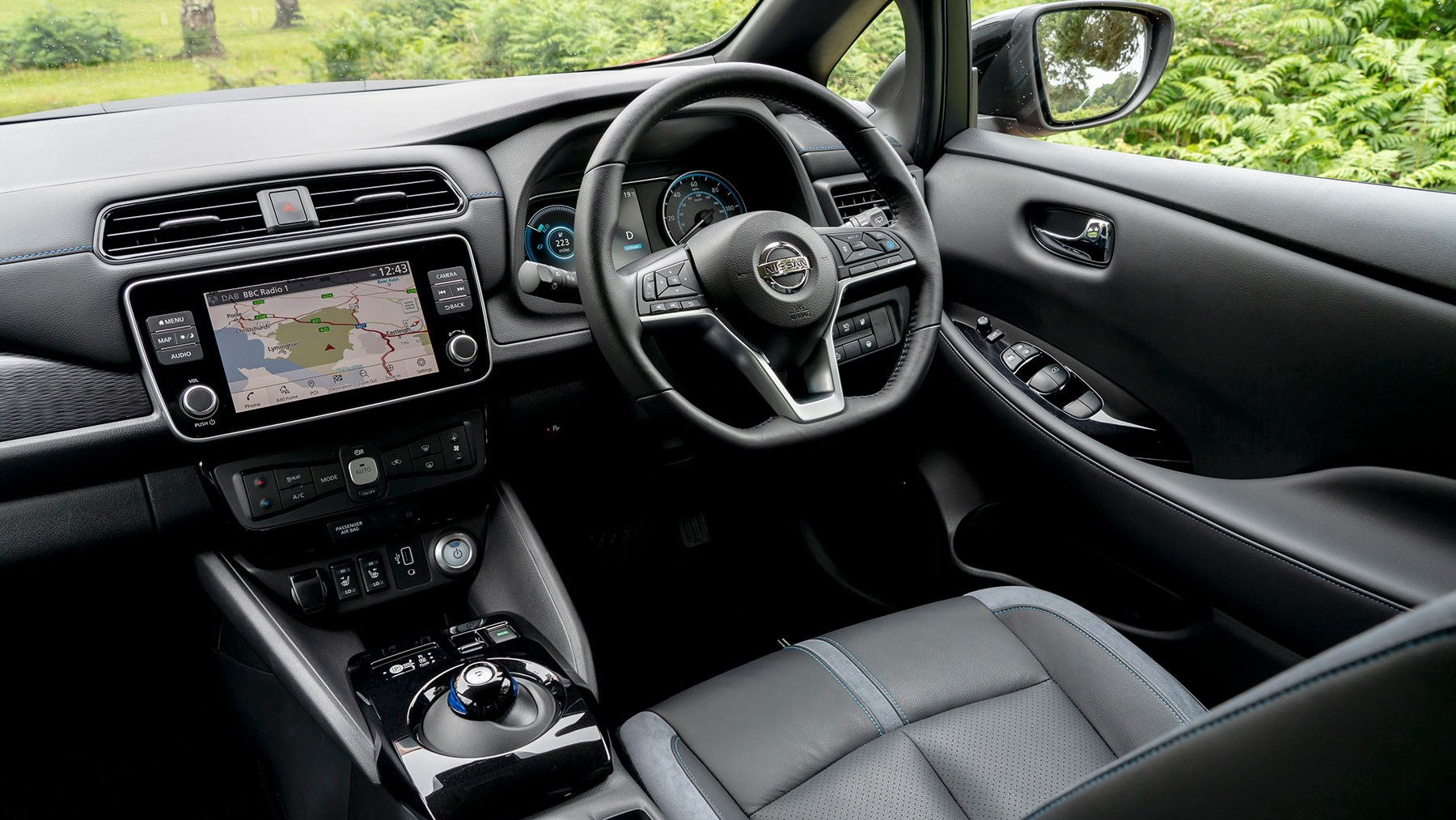 Nissan Leaf interior: lots of buttons