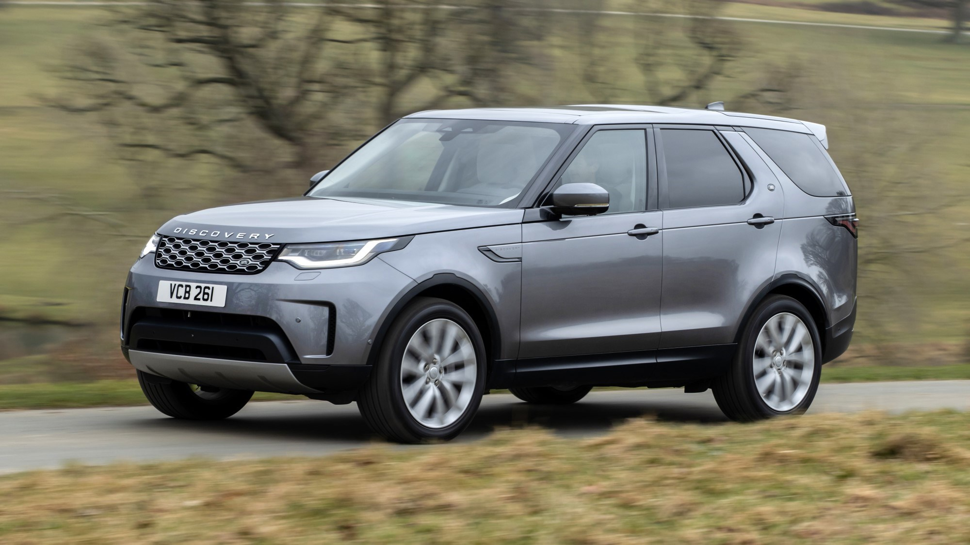 2021 Land Rover Discovery front three quarter