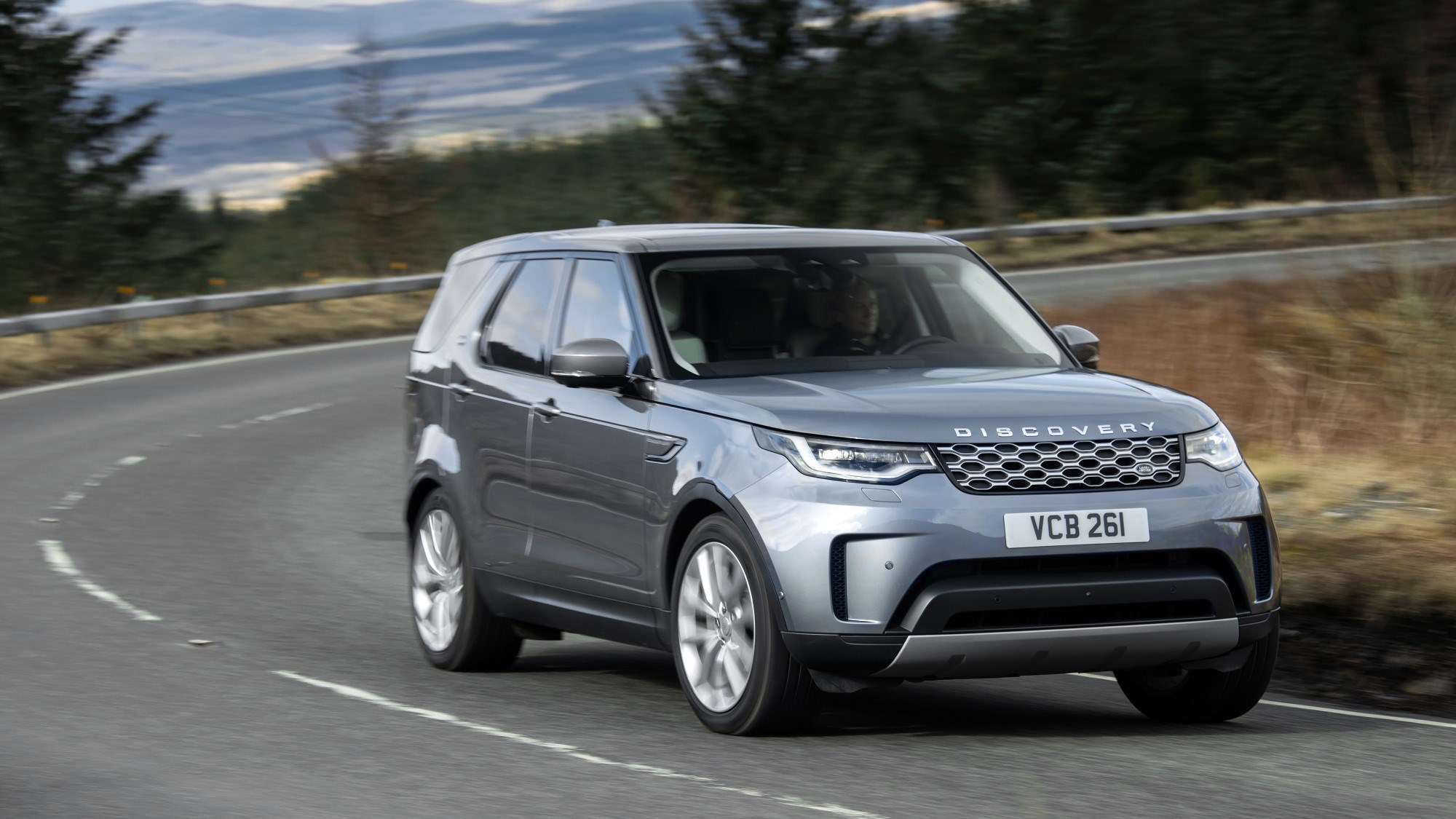2021 Land Rover Discovery cornering