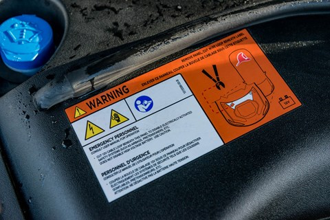 Electric cars must be treated carefully in the event of a fire