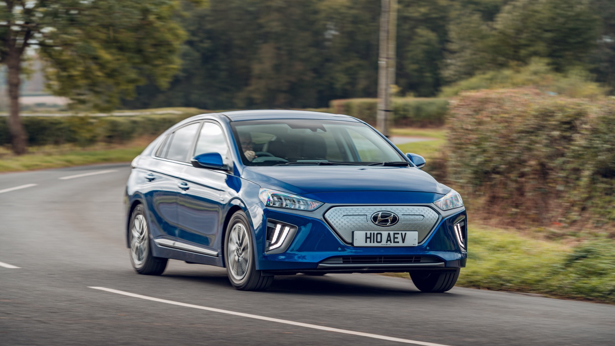 2020 Hyundai Ioniq Electric - front cornering