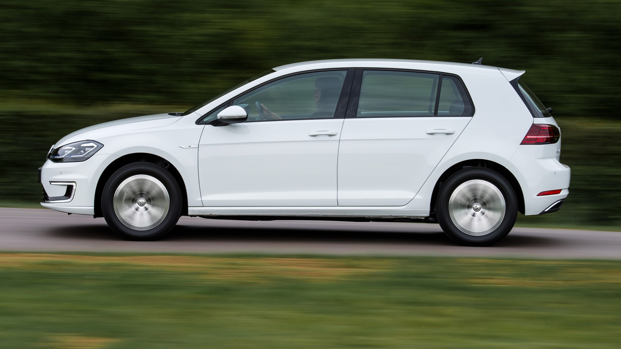 Volkswagen e-Golf driving