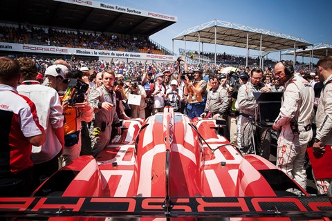 Le Mans 2015 grid walk red porsche