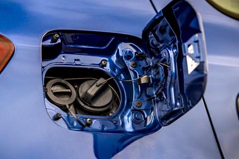 Dacia bi-fuel fuel cap