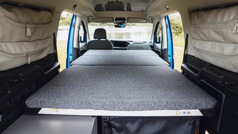 Volkswagen Caddy California - bed