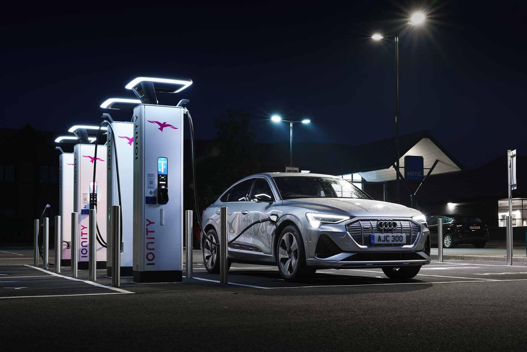 Audi e-Tron Sportback driving front