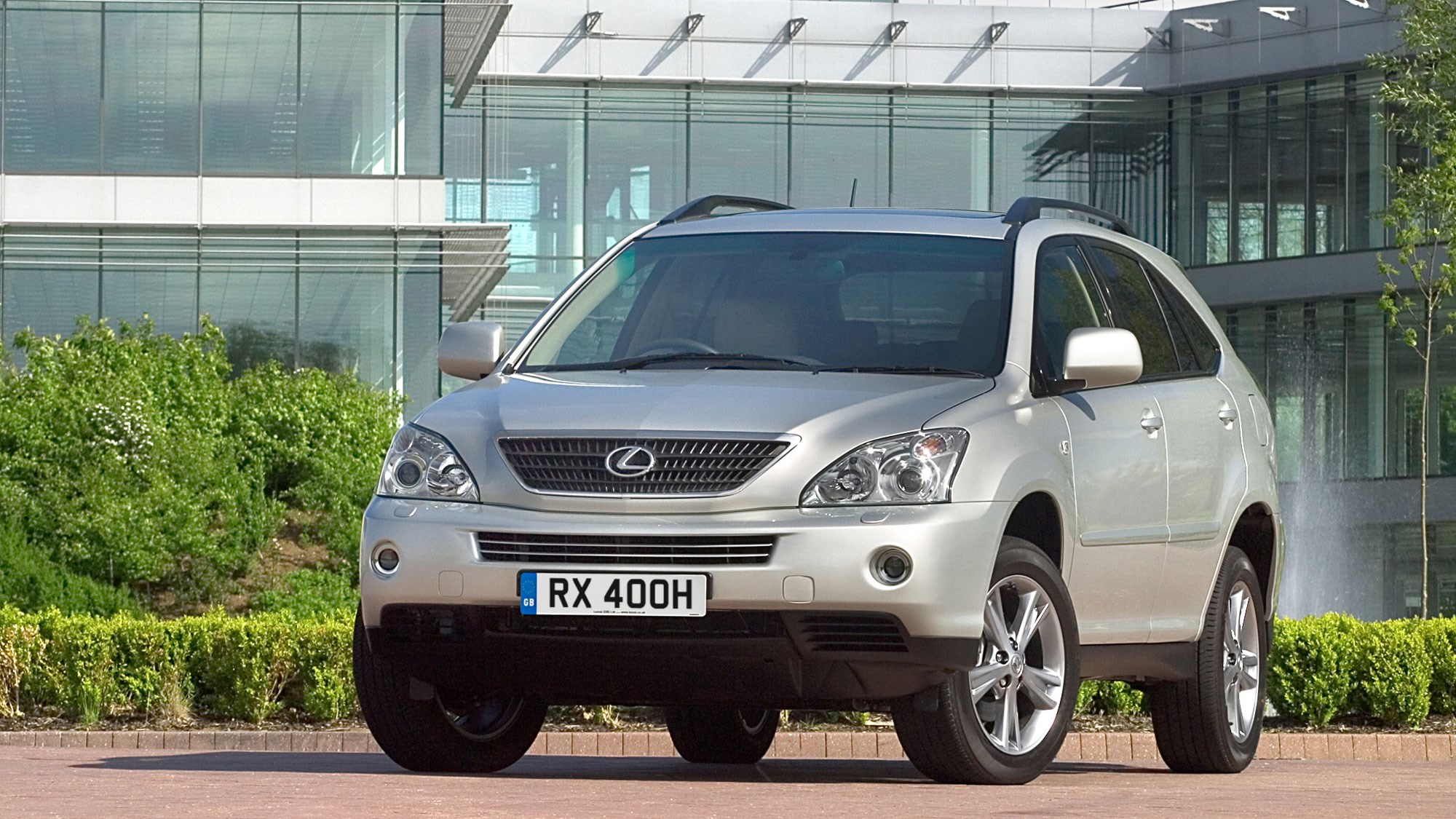 Lexus RX400h hybrid SUV review - front view, silver